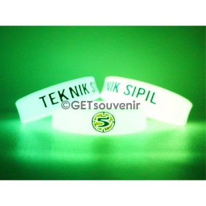 Gelang karet custom glow in the dark motif embos ke dalam 100pcs