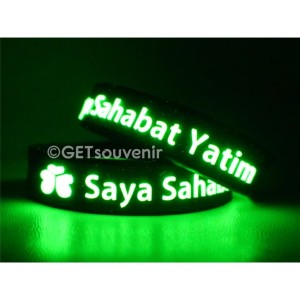 Gelang karet custom tulisan glow in the dark motif timbul 200-300pcs