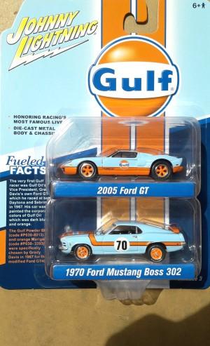N24 Johnny Lightning Pack Gulf 2005 Ford GT 1970 Ford Mustang Boss 302