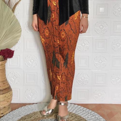 Foto Produk rok plisket motif jokowi merah dari farza olshopp