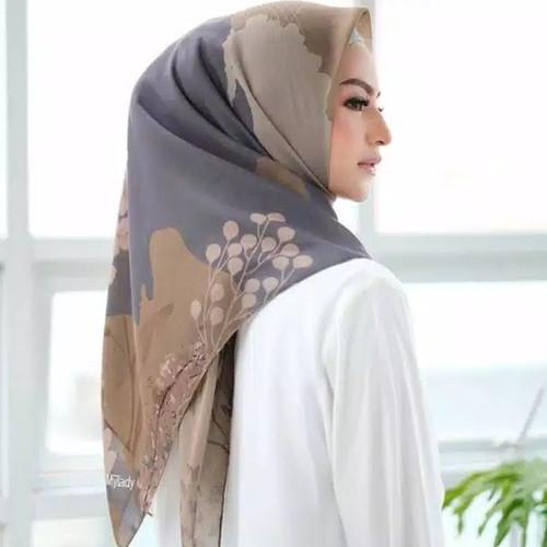Foto Produk Hijab Segi Empat Deenay Kw Motif Bunga Terbaru - Lasercut dari aokyhijab