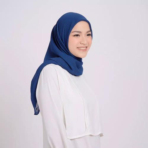 Foto Produk ZM Zaskia Mecca - Sana Navy Hijab Kerudung Segi Empat dari Zaskia Mecca Official