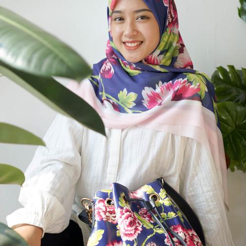 Foto Produk Paket 5 : Hampers lebaran ( Premium Voal Hijab & Vanya Bucket Bag ) - Bunga kenikir dari Seruni Living