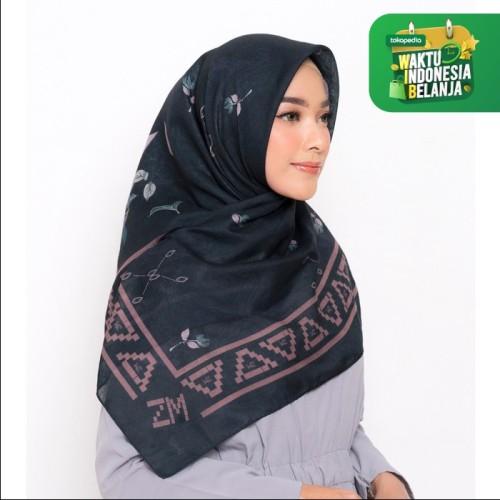 Foto Produk ZM Zaskia Mecca - Kayu Aro Black Scarf Kerudung Segi Empat - All Size dari Zaskia Mecca Official