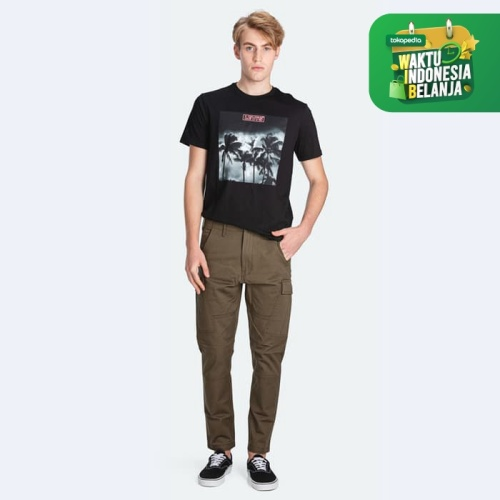 Foto Produk Levi's Lo-Ball Cargo T3 Olive Night Str Twill Sj G (75755-0002) - 36 dari Levi's Official