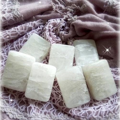 Foto Produk batu deodoran /sabun bau badan /sabun alami/sabun kaki dari Raunaqun Iqbaal