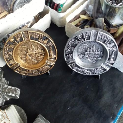 Foto Produk Souvenir Yogyakarta Asbak Bulat Motif Wisata Jogja Jateng dari RAFANIA SOUVENIR JOGJA
