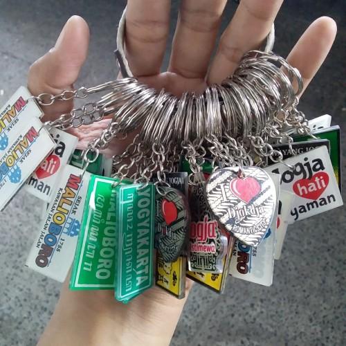 Foto Produk Gantungan Kunci Akrilik Jogja dari RAFANIA SOUVENIR JOGJA