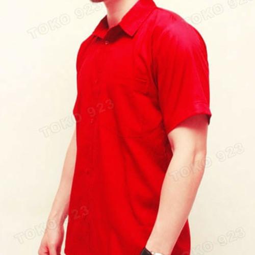 Foto Produk kemeja merah polos pria lengan pendek ada satu saku atau kantong dari juara busana