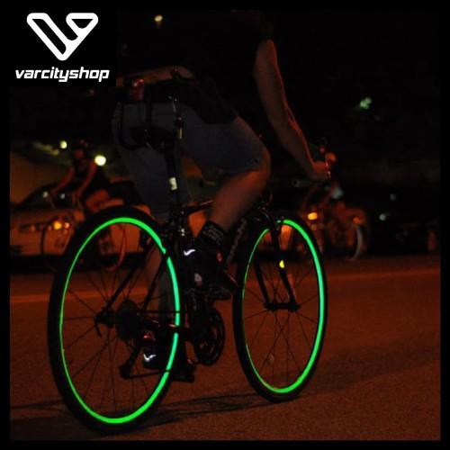 Foto Produk 1 set= 8 Strip Stiker Ban Stiker Roda Sepeda Sticker reflektif Bicycle - Biru dari varcityshop