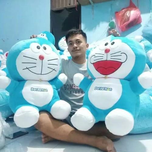 Foto Produk Boneka Doraemon Ukuran Besar Jumbo(75 CM) Bahan Yelvo Kualitas Premium dari Berrbi Collection