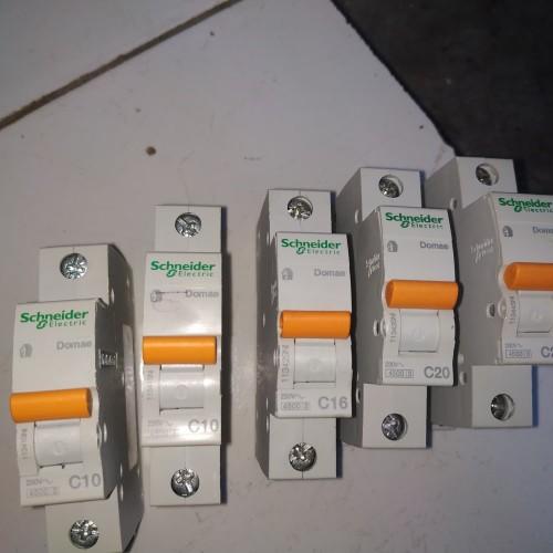 Foto Produk MCB SCHNEIDER DOMAE 1P 2A,6A,10A,16A,20A,25A,32A ORIGINAL SNI COPOTAN dari ASAAH Elektrik