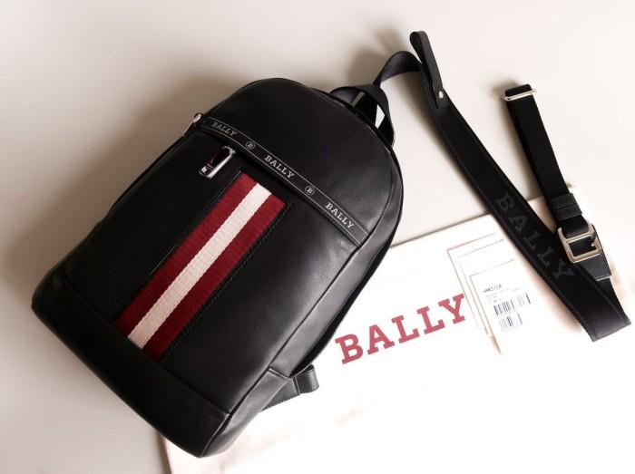 Foto Produk Tas Bally Hari Sling Bag in Black Leather dari dietplumjellyid
