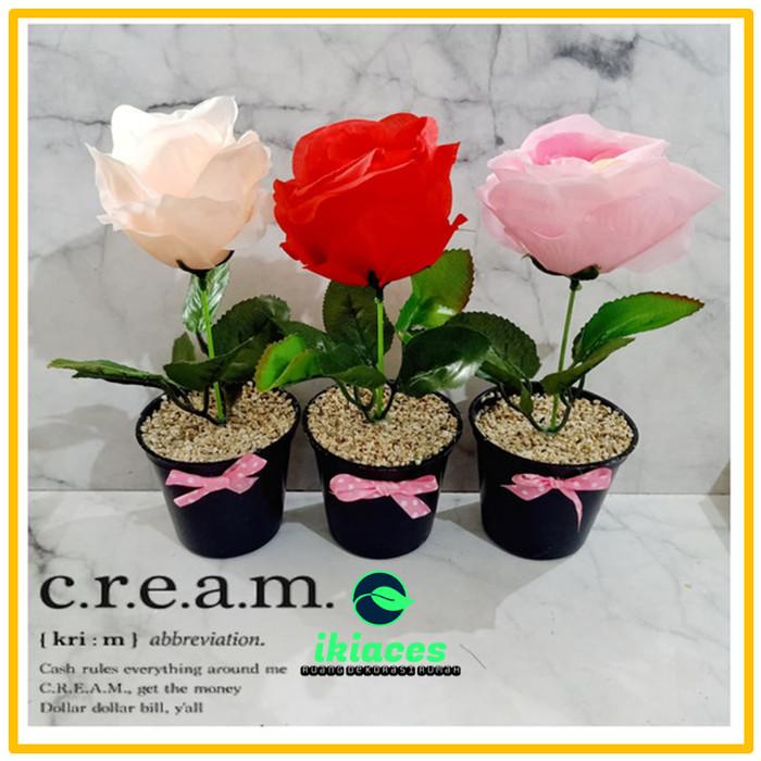 Foto Produk BUNGA HIAS MAWAR POT MAWAR PLASTIK BUNGA MAWAR ARTIFISIAL VARIAN WARNA - Merah Muda dari ikiaces