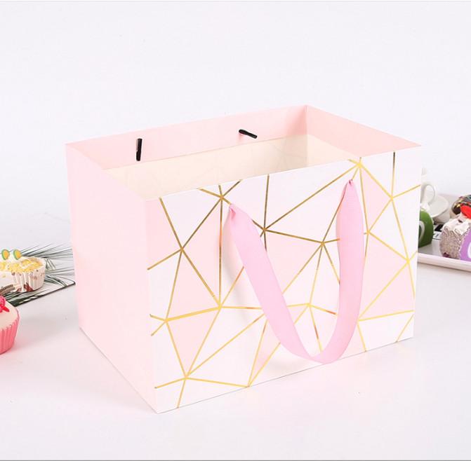 Foto Produk kantong kotak pink wajik , kantong souvenir , kantong kado baju gift dari KAYO