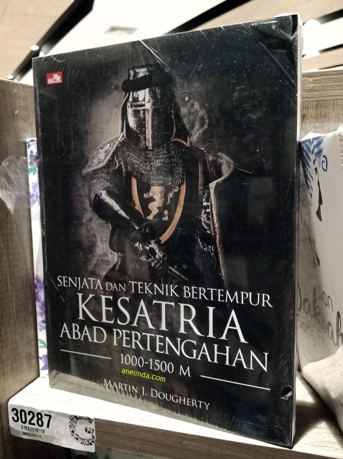 Foto Produk SENJATA DAN TEKNIK BERTEMPUR KESATRIA ABAD PERTENGAHAN (1000 - 1500 M) dari Anelinda Buku Klasik