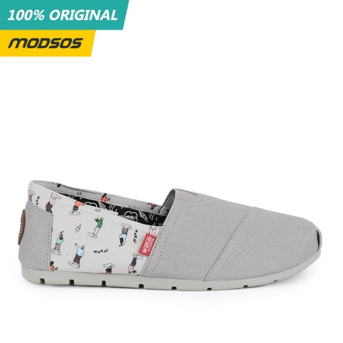 Foto Produk Sepatu Slip On Pria Wakai Core Print Grey Original dari Modsos