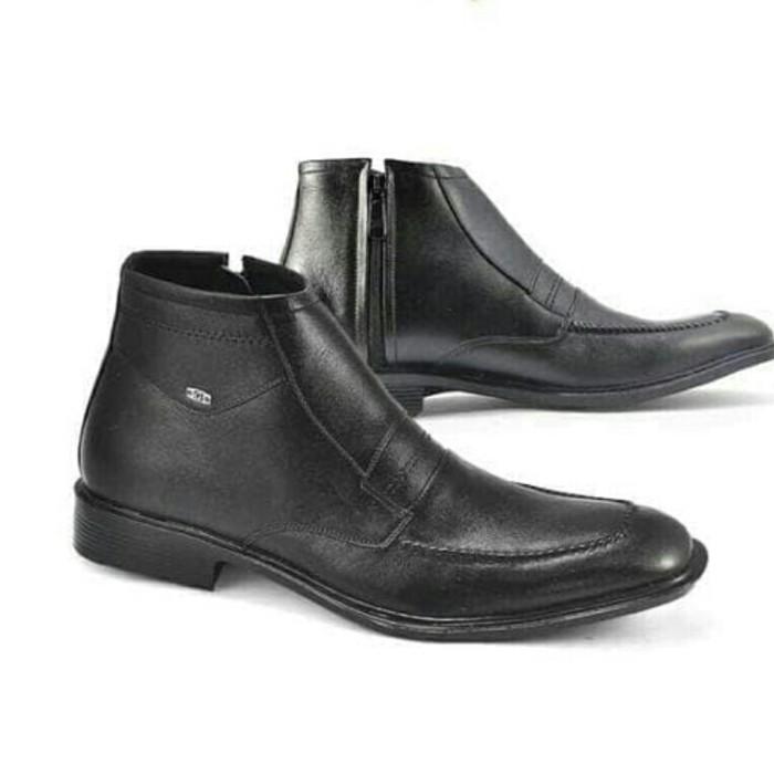 Foto Produk Sepatu pria CBRSIX PCC 400, Bahan kulit / Warna hitam / ukuran 38 43 dari distro_bdg78
