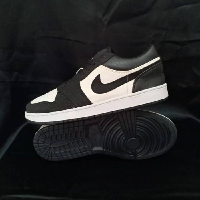 Jual Sepatu Nike Air Jordan 1 Low Black