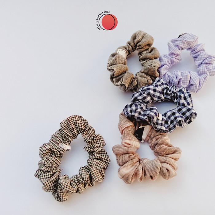 Foto Produk Scrunchie Ikat Rambut Tartan Plaid Small dari Fresh Coconut Milk