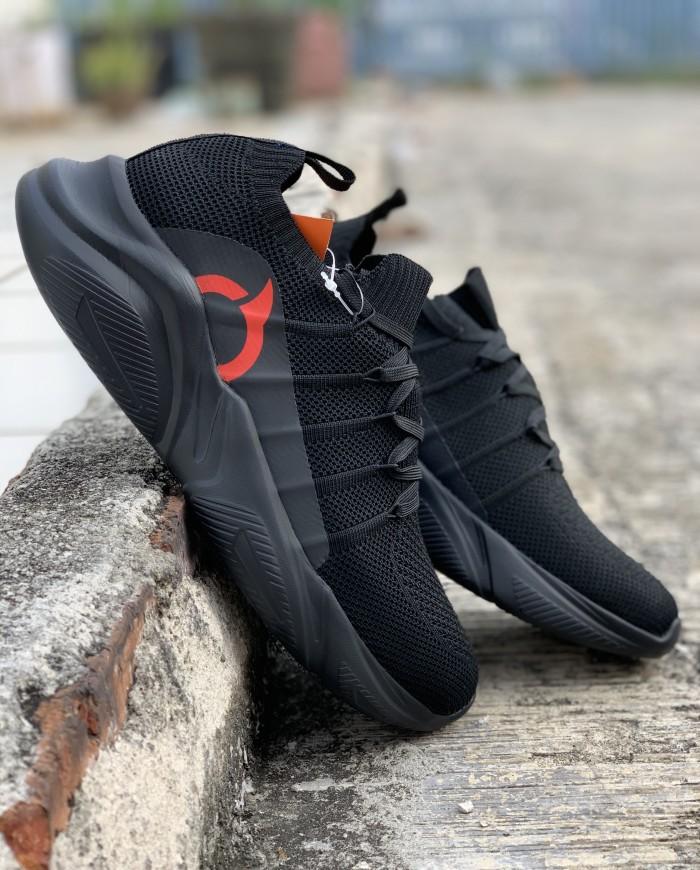 Foto Produk Sepatu running Ortuseight original Invaders all black new 2019 dari Kicosport