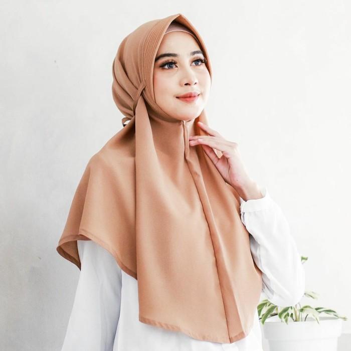 Jual Jilbab Bergo Tali Pet Antem Bahan Diamond Crepe Premium Black Kota Surabaya Viana Hijab Tokopedia