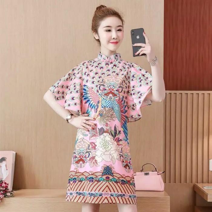 Foto Produk Dress Cheongsam Import Baju Imlek Merak Sincia CNY Cina Jumbo Big Size - Merah Muda, XL dari Angel's Wardrobe