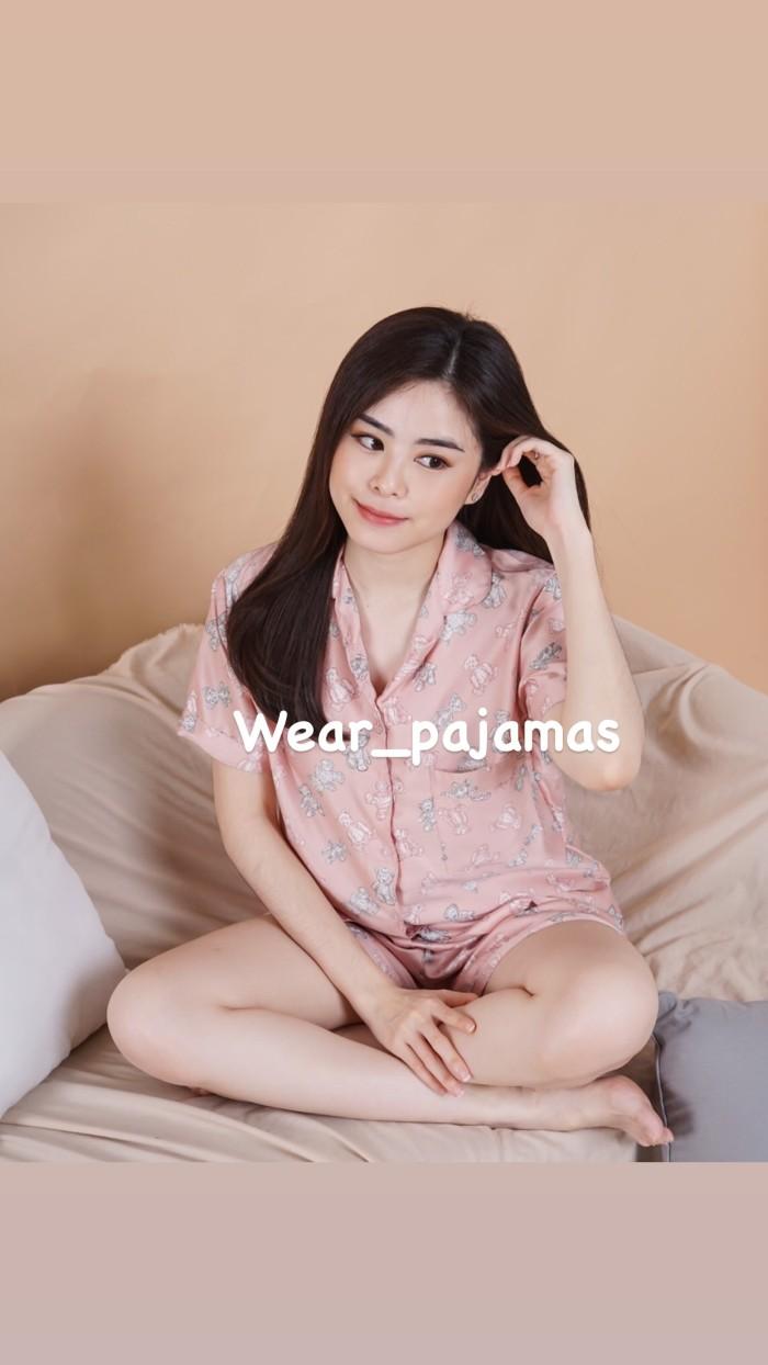 Foto Produk PIYAMA SATIN MOTIF BEAR dari Wear Pajamas