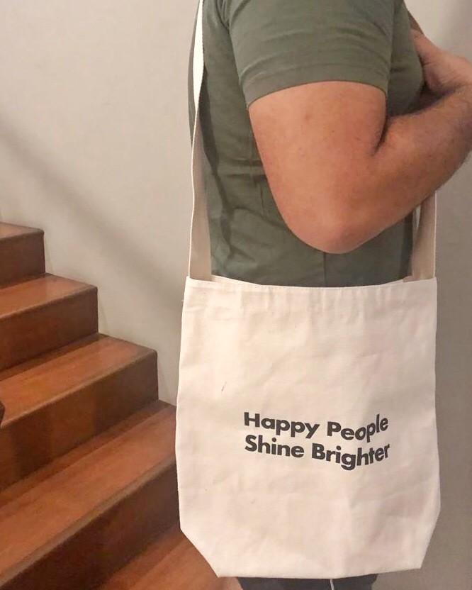 Foto Produk HAPPY PEOPLE SHINE BRIGHTER boys tote dari Motherpigeons Roaster