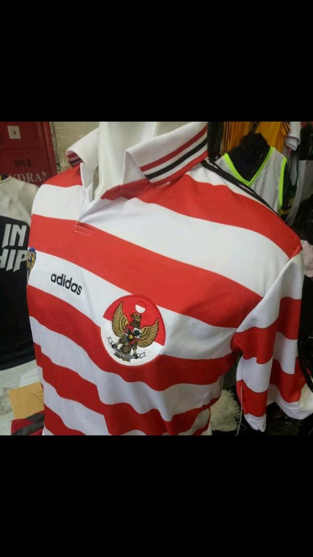 Jersey Kaos Baju Bola Retro Timnas Indonesia Home Retro 2004 2017 2018