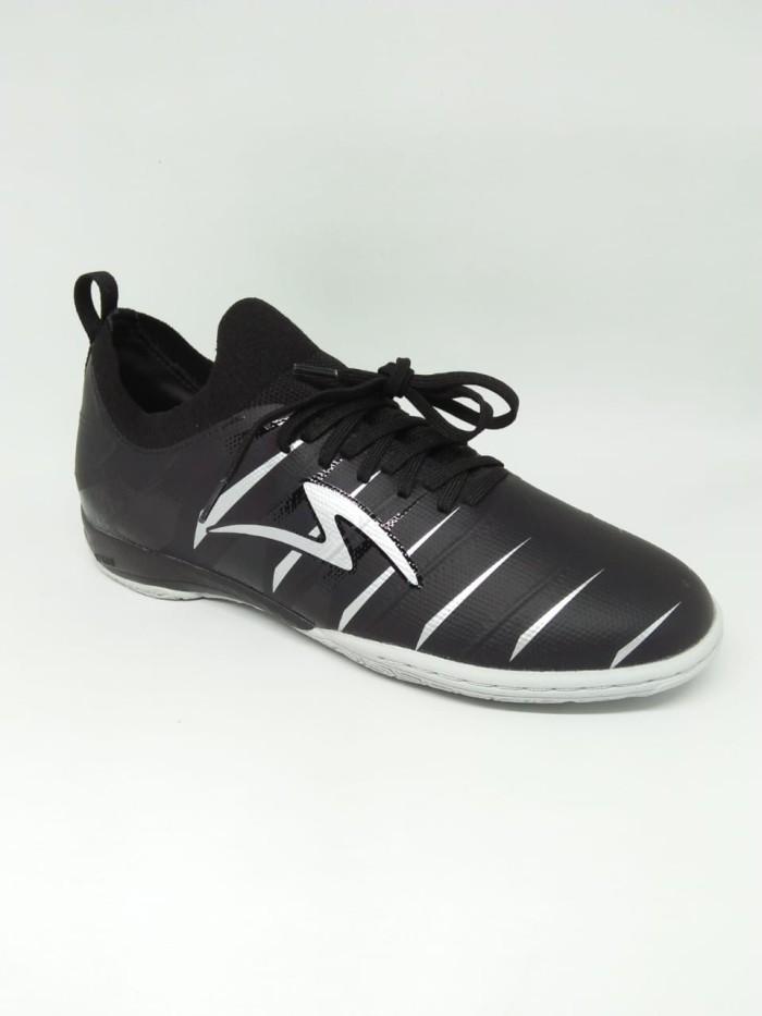 Promo Sepatu Futsal Specs Accelerator Velocity In Black Silver