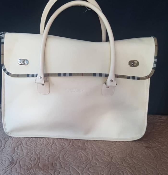 1284a2043fa9 Jual Burberry fragrance bag - Kota Depok - as preloved04
