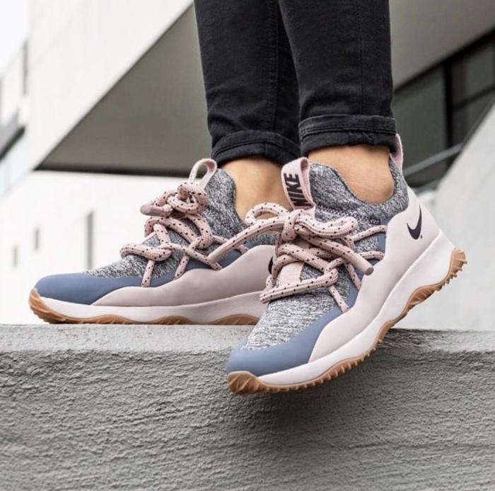 the latest 55f95 83bb9 Sepatu Sneakers Cewe Nike City Loop Pink Grey