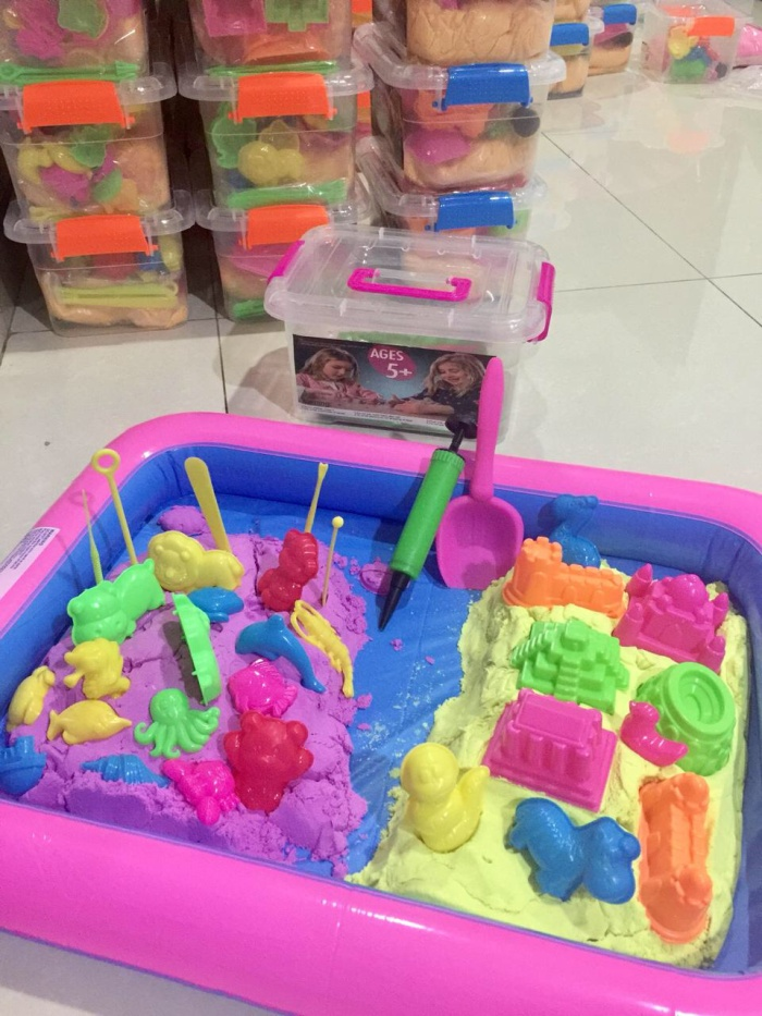 harga 2 kg 4 warna pasir kinetik ajaib magic play sand tray balon 8 cetakan Tokopedia.com