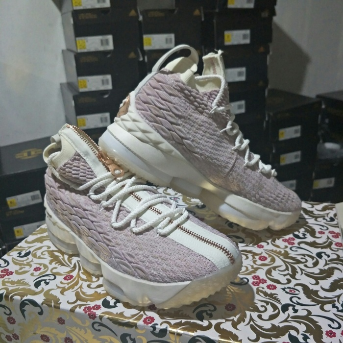 competitive price 19b28 2dbb8 Sepatu Basket Kith X Nike Lebron 15 Rose Gold Lebron 15 Rose Gold