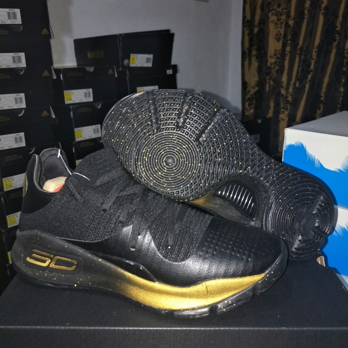 29aefbe80b0 Jual Sepatu Basket Under Armour Curry 4 Low Black Gold - Kota ...