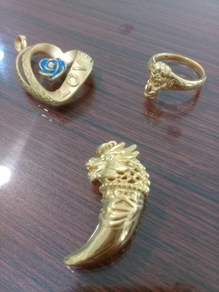 Liontin cincin pesanan