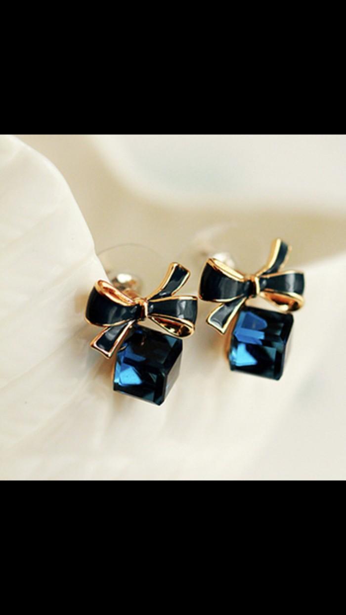 Foto Produk Anting cube biru diamond korea impor murah dari Goldenesia