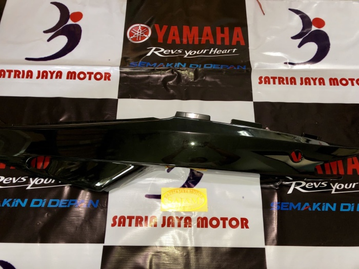 Cover Side kiri Yamaha Sigma warna : hitam
