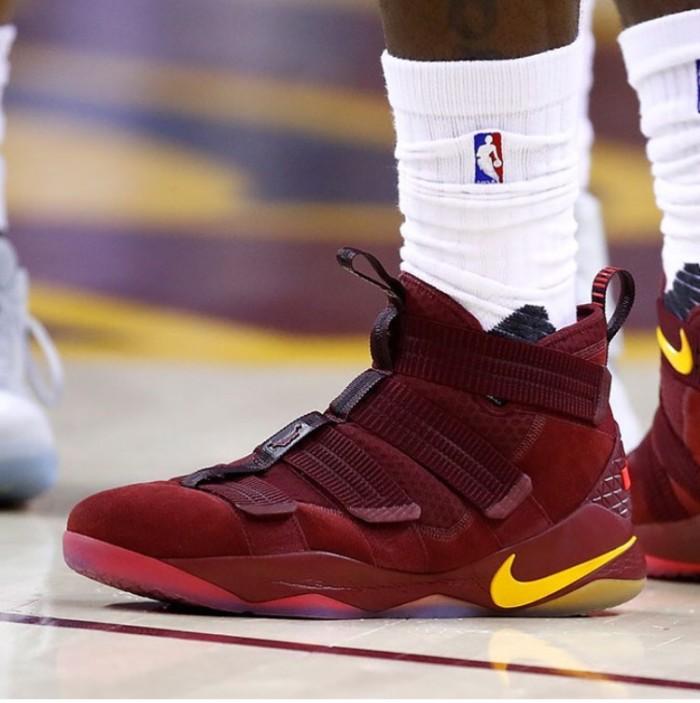 cad5dbf5df1a ... harga Nike lebron soldier 11 cavs maroon premium original   sepatu nike  Tokopedia.com