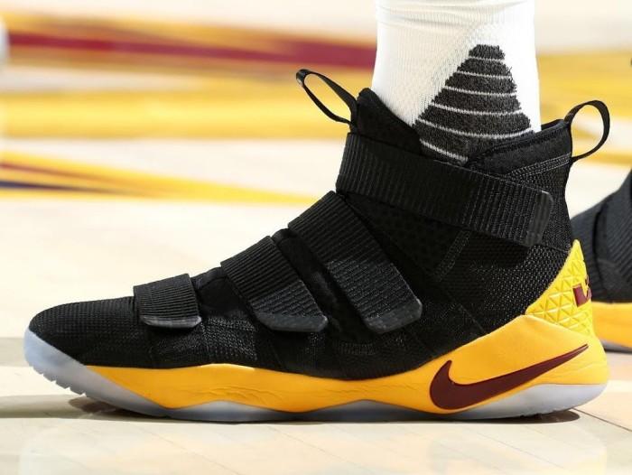 Jual Sepatu Basket - Nike Lebron Soldier 11 Black Yellow Cavs - PRM ... f4383d1d90