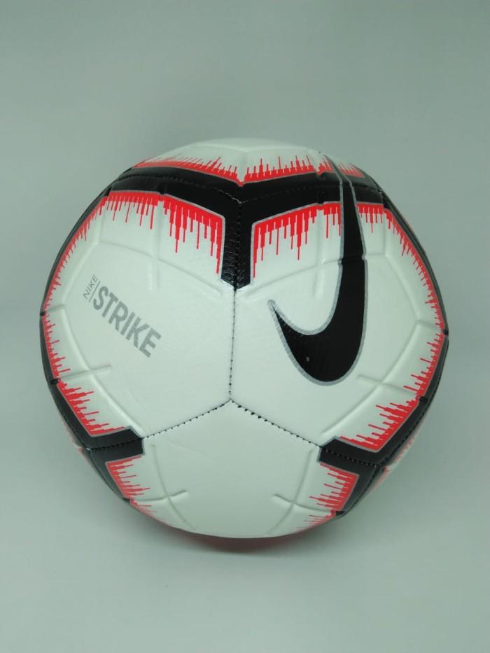 harga Bola lapangan besar nike original strike putih/merah/hitam new 2018 Tokopedia.com