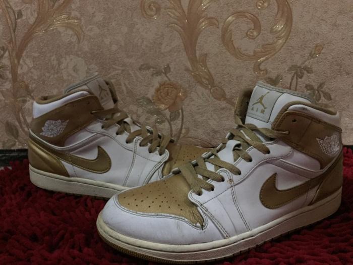 Jual NIKE AIR JORDAN 1 PHAT WHITE METALLIC GOLD - yolo sneakers ... fa2703beb
