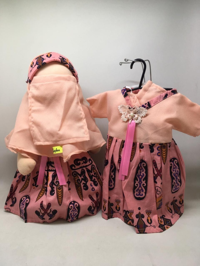 Foto Produk Boneka Anak Faceless Radinka doll Outfit Batik Papua - Clara dari Kids Learner