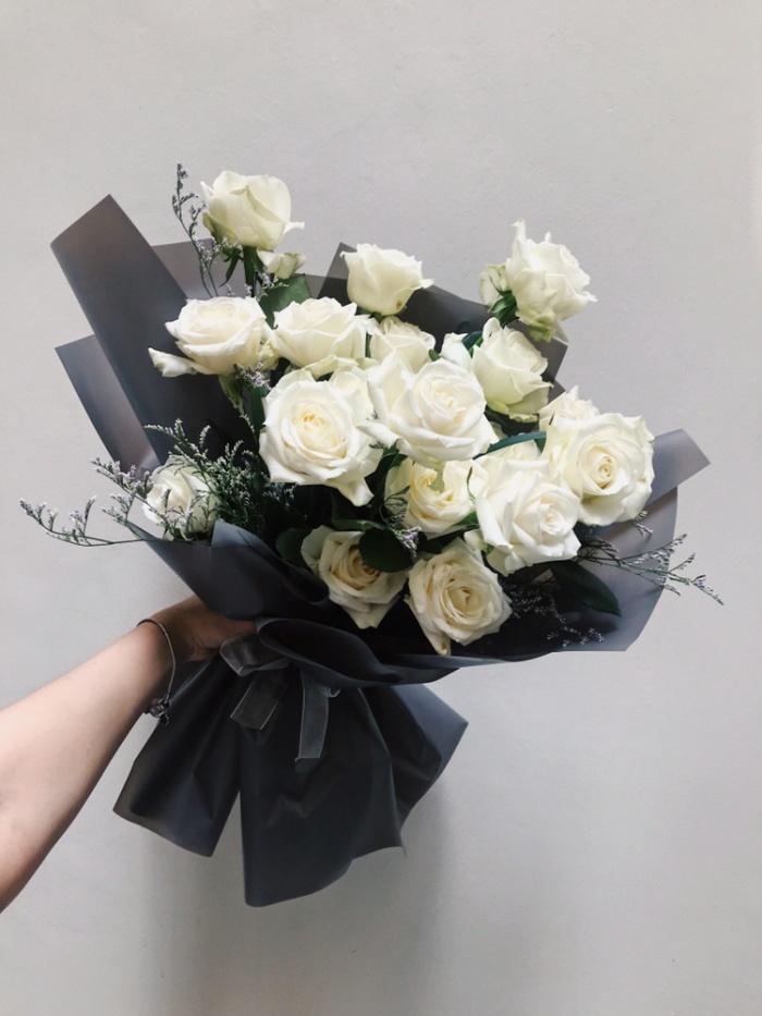 Jual Buket Bunga Wisuda Mawar Hand Bouquet White 20 Jakarta Barat Poppypetals Tokopedia