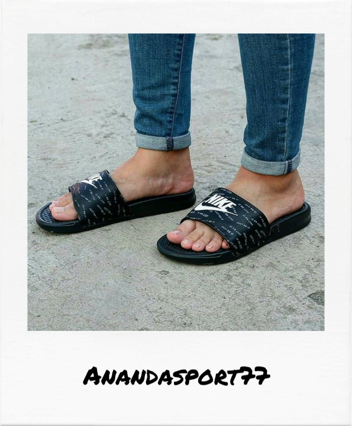 f75e37e3f8f424 ... harga Sandal nike - sandal slip on cowok - nike benassi just do it bw  Tokopedia