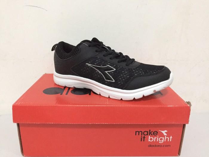 harga Diadora gerko sepatu olahraga sport gym fitness pria original Tokopedia.com