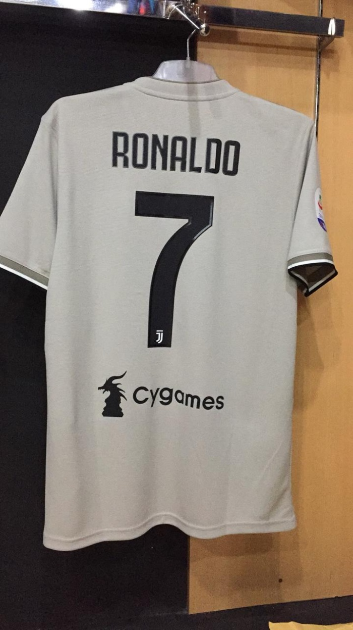 The away shirt of the Juventus season 2018 2019 worn by