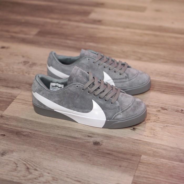 official photos 723b5 31e62 Jual Nike Blazer Low Oversized swoosh gray abu - DKI Jakarta - treashoes |  Tokopedia