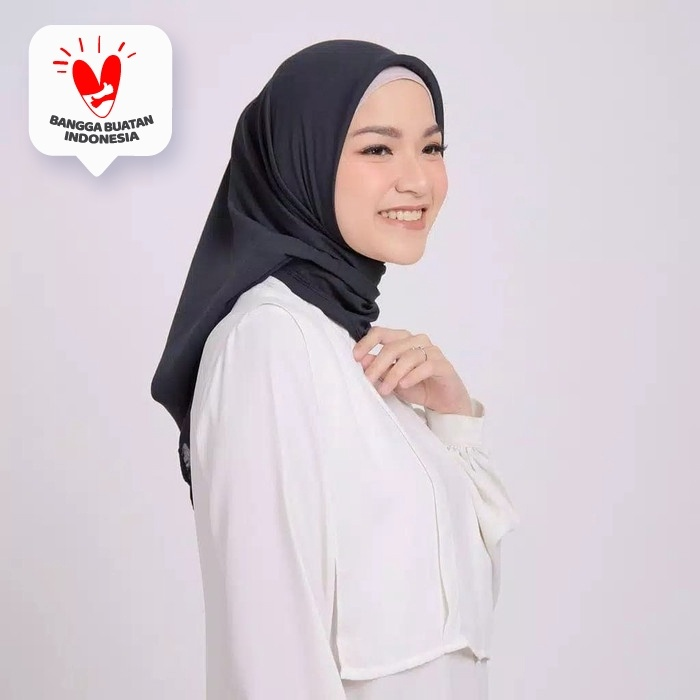 Foto Produk ZM Zaskia Mecca - Sana Black Hijab Kerudung Segi Empat dari Zaskia Mecca Official